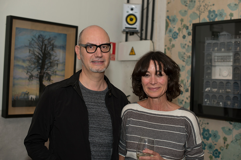 En la foto, Juan Pablo Rada con Celia Keller, que ha puesto toda su energía y su cariño en conseguir un espacio en el que el artista y sus obras se sintieran como en casa. (Conseguido).