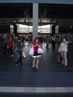 9 une fille en gare de Kyoto
