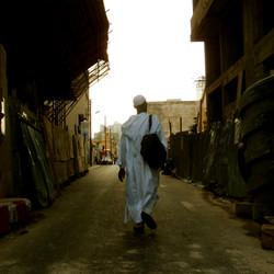 homme dans une rue