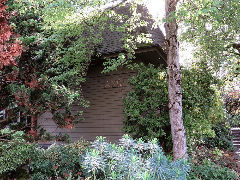 the outside of the alpha chi omega house at willamette