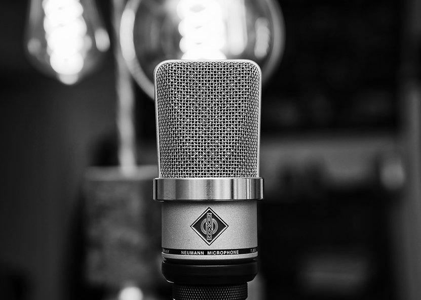 microphone-4126618.jpeg