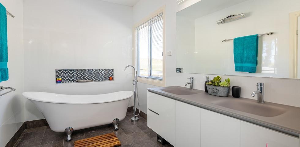 200 Burri Web Bath2.jpg