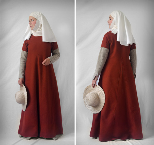 Short-sleeved surcot, late 14th century