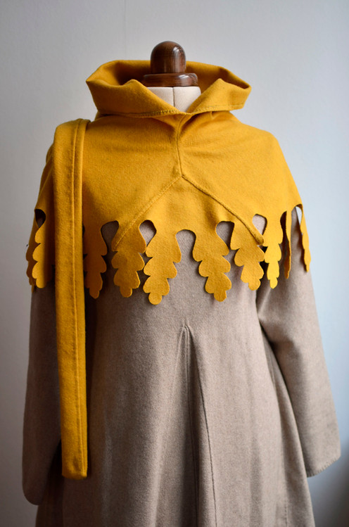 Yellow liripipe hood, late 14th century