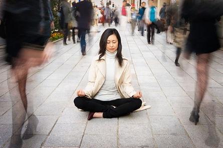 Yoga lugnar och läker både kropp och själ.