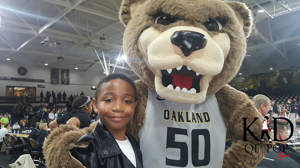 The Golden Grizzly of Oakland University with Ziynne - Kid of Pop