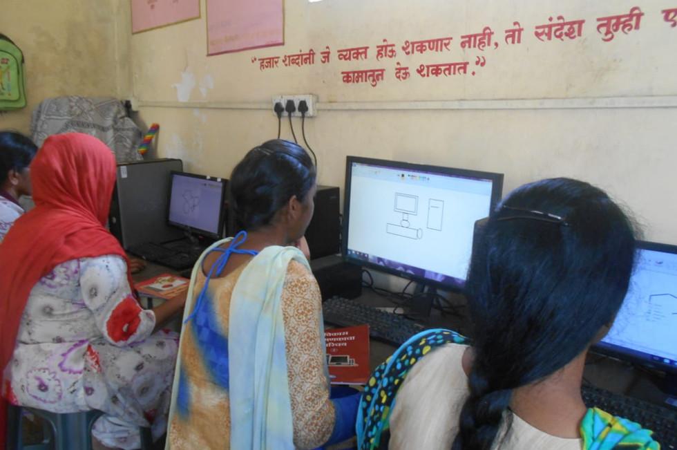 3 - Computer classes in prison for women