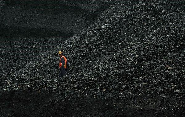 SA-coal-and-iron-ore-production-slump-80