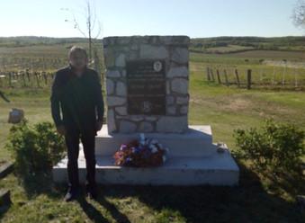 8.5.2020 - pomník O. Chlupa 2.jpg