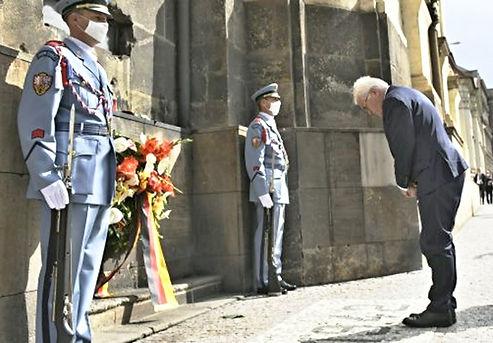 Prezident SRN F.W.Steinmeier u pravosl. chrámu Cyrila a Metoděje.jpg