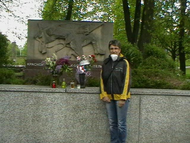 1. Jana cernekova pomnik v Dolni Lutyni.