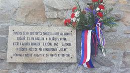 Pamětní deska na zdi Ústředního hřbitova