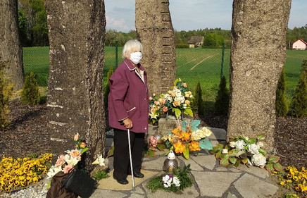 11. Pomnik umucenych v Polen lager,Hrbit