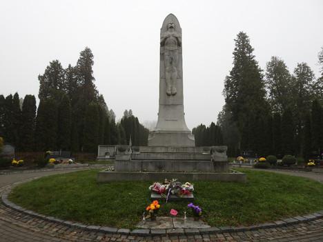 Den válečných veteránů u pomníků