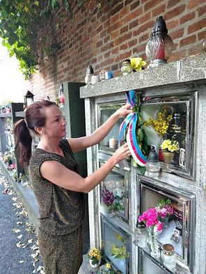 položení květů k rodinnému pomníku v Hoř
