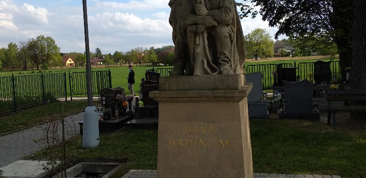 10. Pomnik padlych ruskych vojaku.jpg