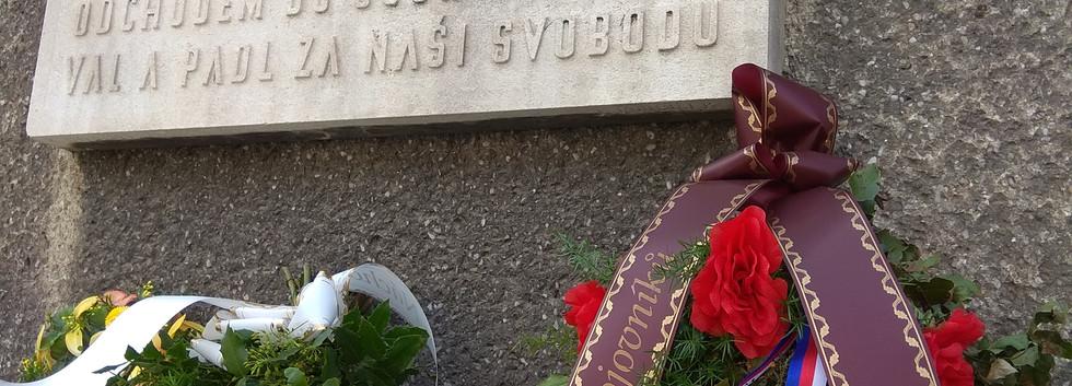 Pamětní deska kpt.Jaroše Náchod.jpg