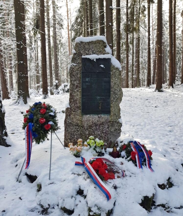 pomník partyzánům v Brdech.jpg