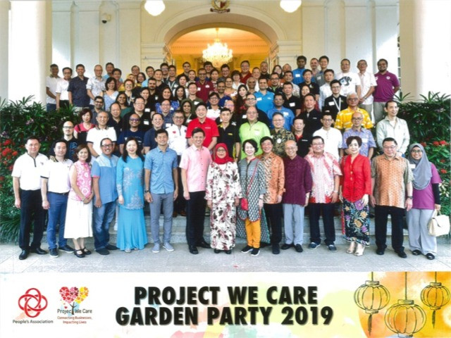 A group photo with President Halimah Yacob and Mr. Chan Chun Sing, Deputy Chairman of People's Association