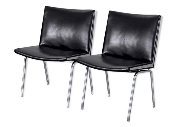 Ap-stolen, Hans J. Wegner Ap-40 Black Leather Airport Chairs, Set of 2