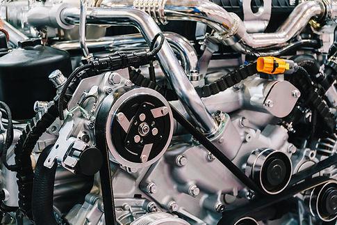 truck-engine-motor-components-in-car-service-inspe-84W6SYK.jpg
