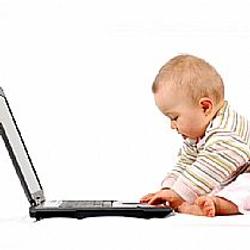crianca-pequena-pode-usar-computador-ou-