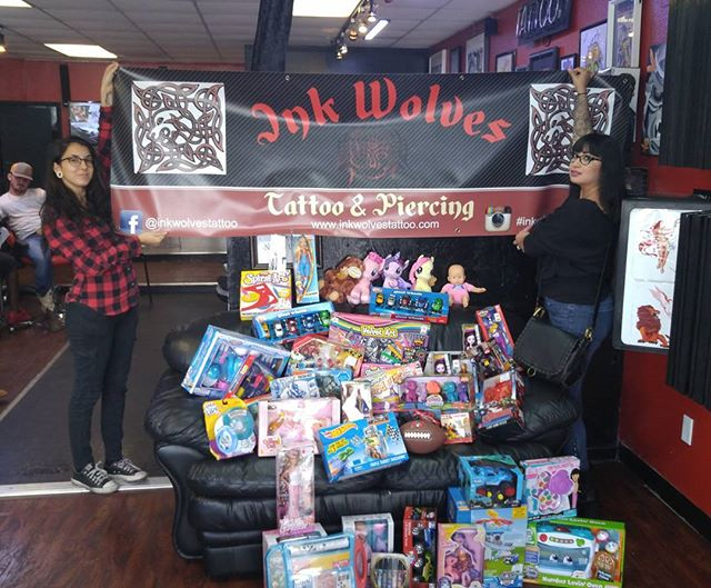 Giving back to the community Merry Christmas from the Ink Wolves Family #inkwolves #inkwolvestattoo