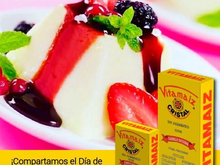 Pudín de Coco y VITAMAIZ con Salsa de Rosa de Jamaica