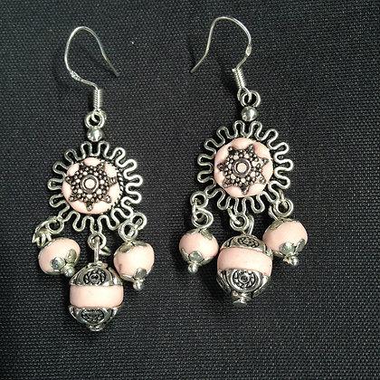 Boucles oreilles pendantes rose pâle