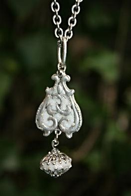 bijou fait main pendentif sobre et original sautoir ou tour de cou