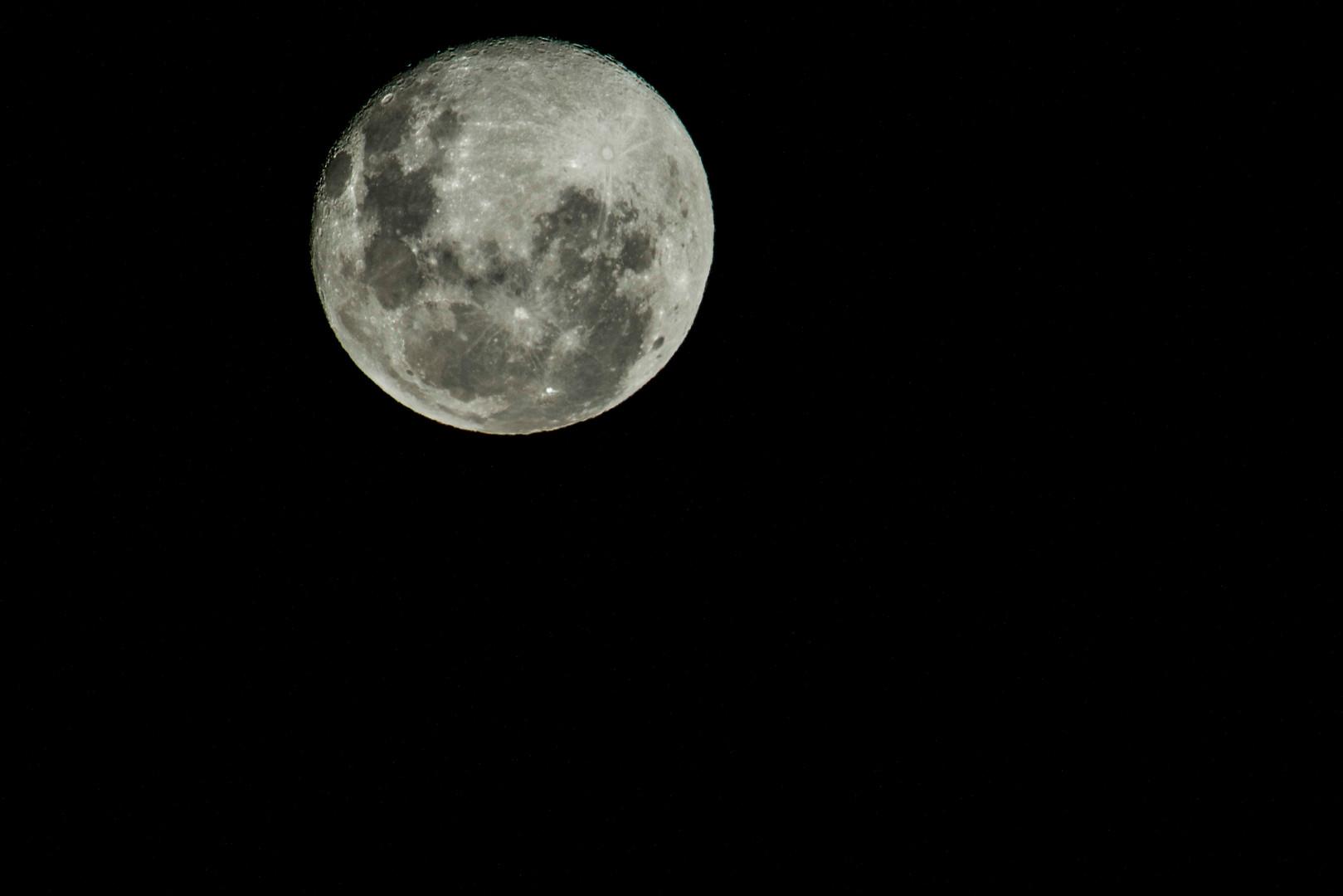 Addo MoonLR.jpg