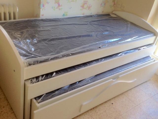 מיטת שלישיה לבנה.jpg