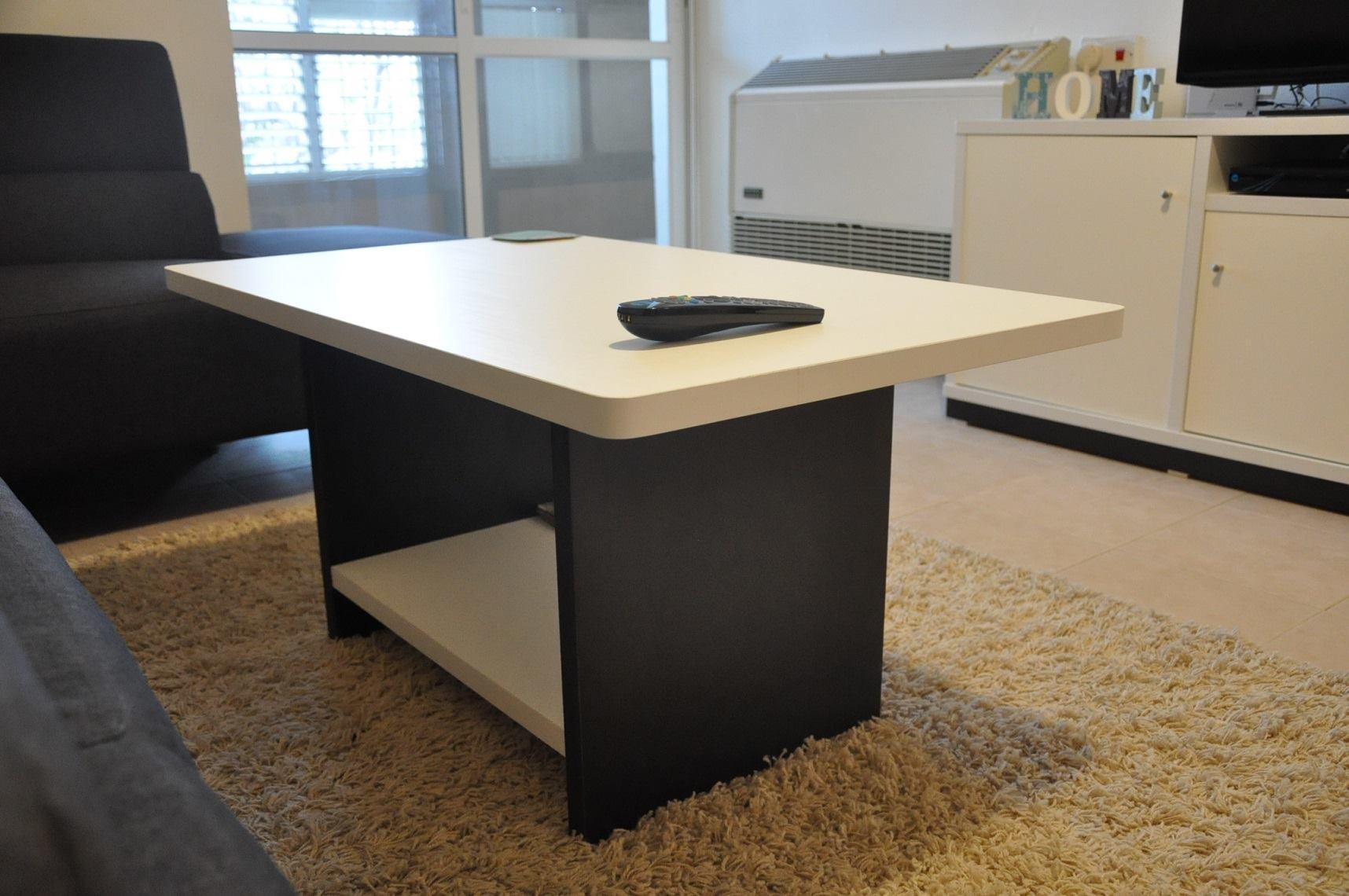 שולחן קפה שחור-לבן.jpg
