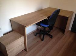 שולחן פינתי ושידה.jpg