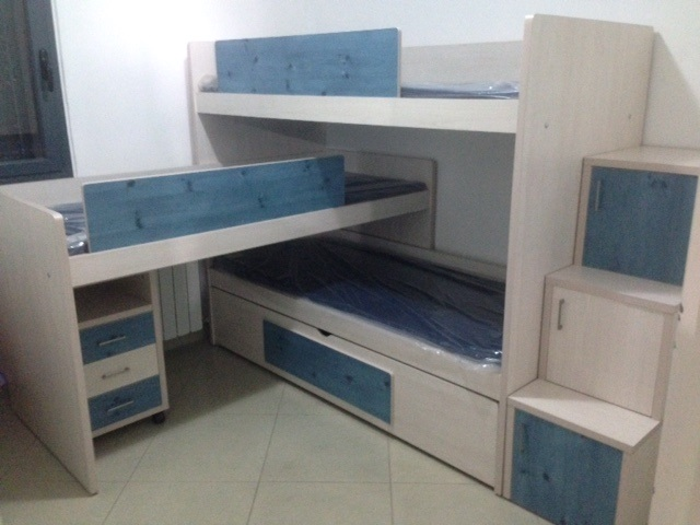 מיטה ל-4 עם מדרגות אחסון.jpg