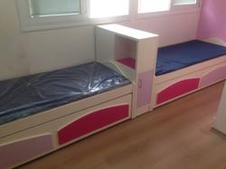 מיטות תאומות.jpg