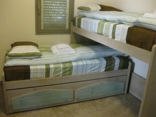 מיטת גלריה מזרנים גבוהים.jpg