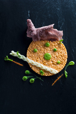 pumpkin risotto with green pea & beetroot chips