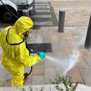 Cannes: des agents chargés de la désinfection des rues victimes de maux sans doute liés