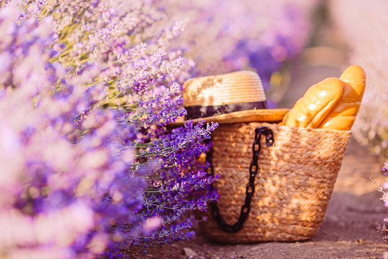 Straw-bag-beside-lavenders-754471.jpg