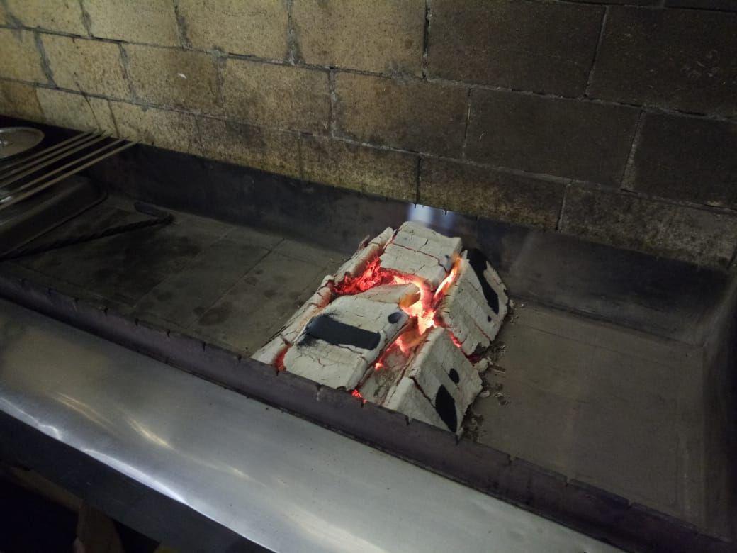 Угольные брикеты для профессиональных мангалов
