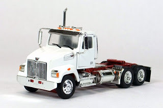 Western Star 4700 Day cab in White