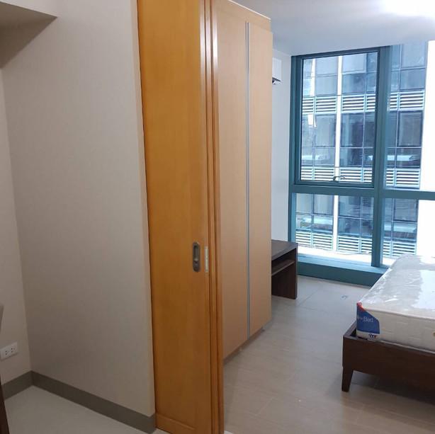 Bedroom w/ sliding door