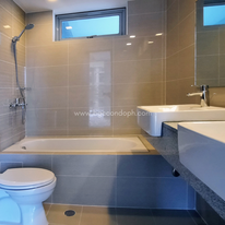 With bathtub & double sink