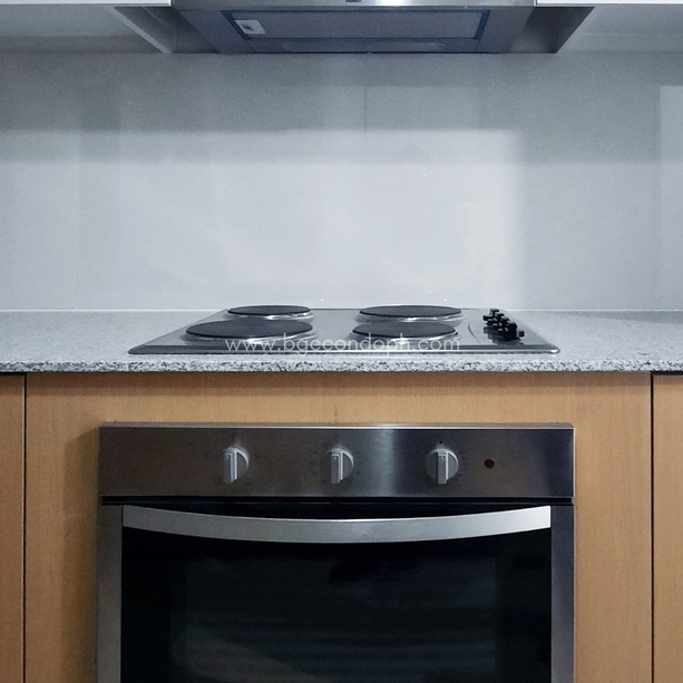 With 4-burner cooktop, ovem & rangehood