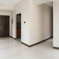 Foyer & Hallway going to kitchen