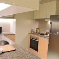 4-burner cooktop with oven & rangehood