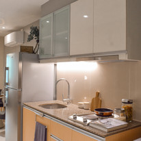 Kitchen with overhead & undercounter cabinets