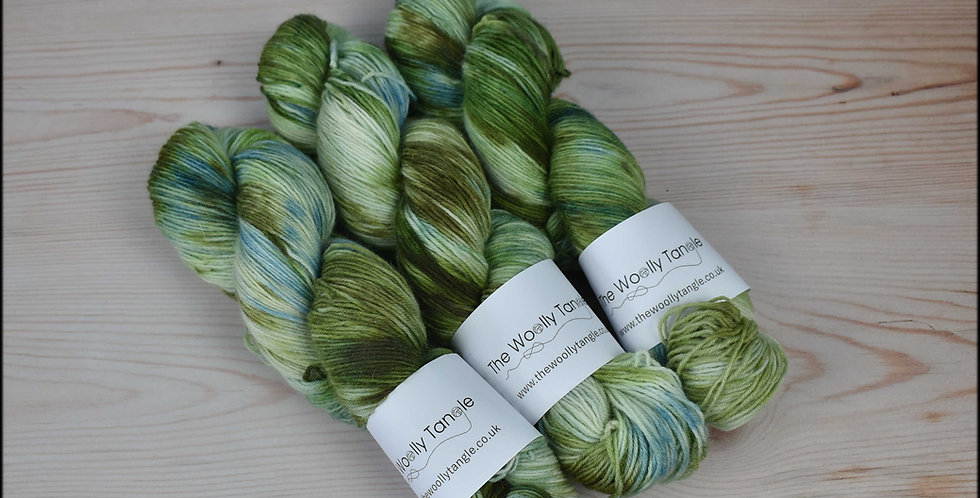 Mossy walls - 4 ply british sock yarn