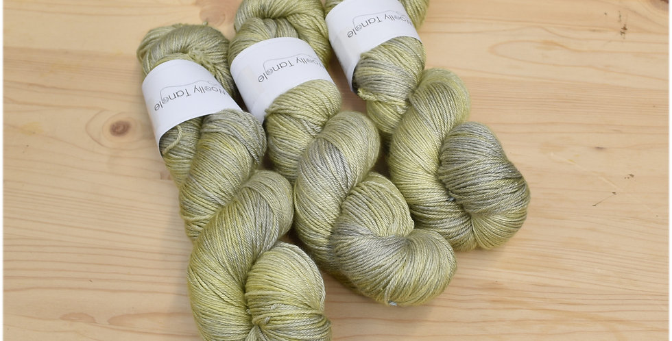 Grassy hollow - merino silk 4 ply